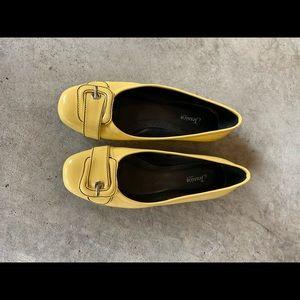 3/$15 Yellow flats